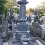 蓮華付和型大名墓石